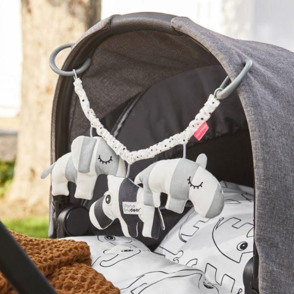 chaîne d'activités bébé sur poussette
