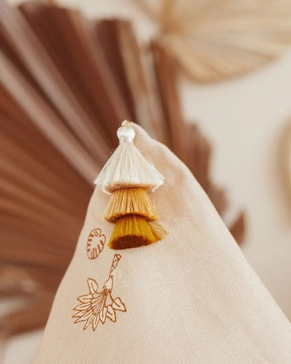pompon pouf beige poudré