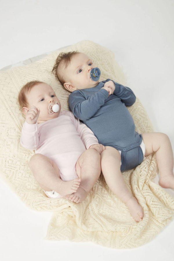 bébés avec tétines BIBS