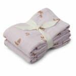 lot de 2 langes en coton bio lewis seaside light lavender liewood (1)
